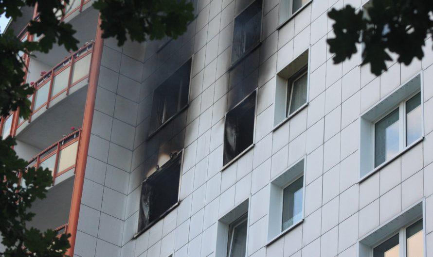 Wohnungsbrand in Fennpfuhl – Leblose Person endeckt