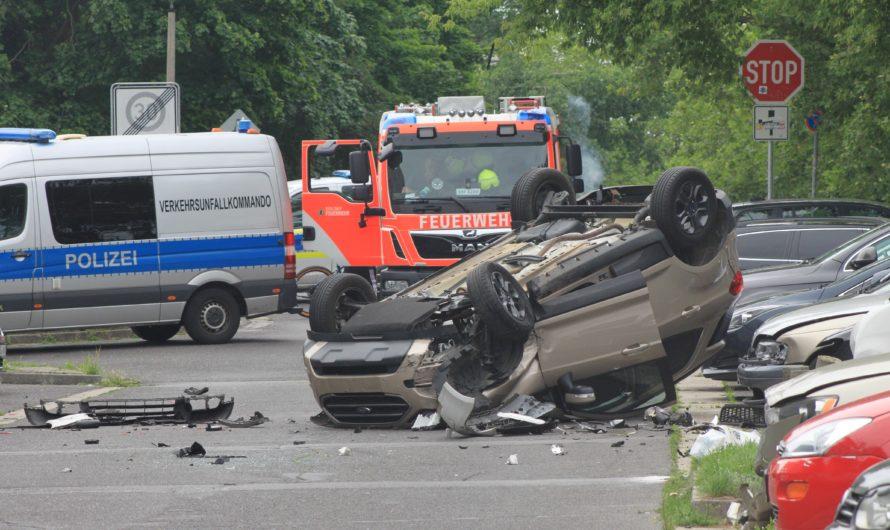 Schwerer Verkehrsunfall in Hellersdorf – Ford überschlägt sich